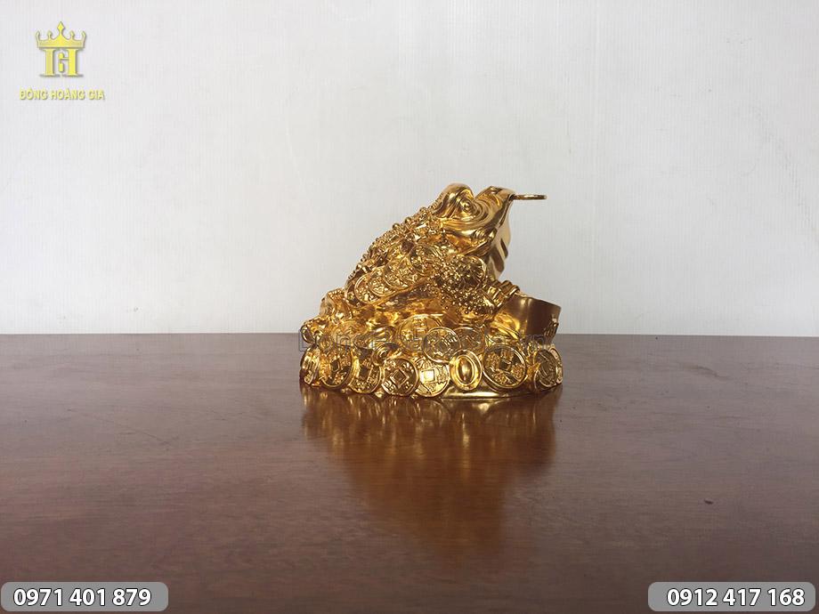 Cóc ba chân ngậm tiền dát vàng