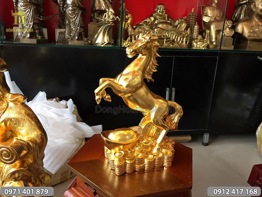 Con ngựa bằng đồng dát vàng cao 31cm