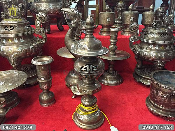 Đèn đồng thờ cúng khảm ngũ sắc 45cm