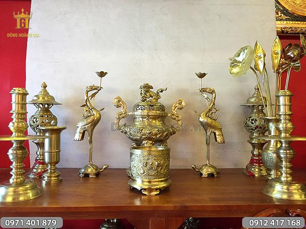 Đồ thờ bằng đồng vàng mẫu rồng nổi 55cm