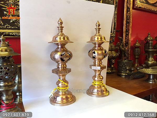 Đôi đèn thờ đồng đỏ đúc mộc hàng kỹ 50cm