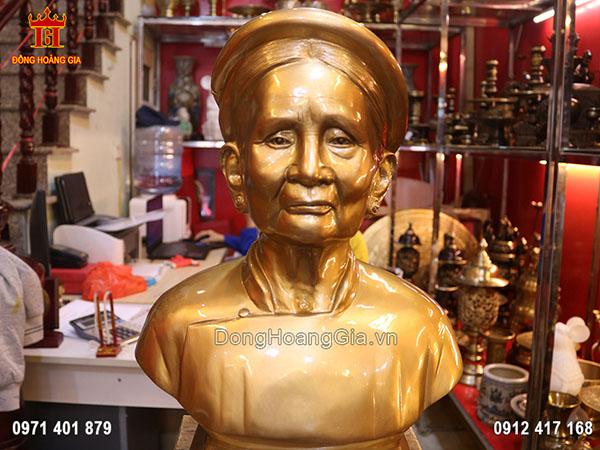Đúc tượng truyền thần bán thân cụ Phạm Thị Điền