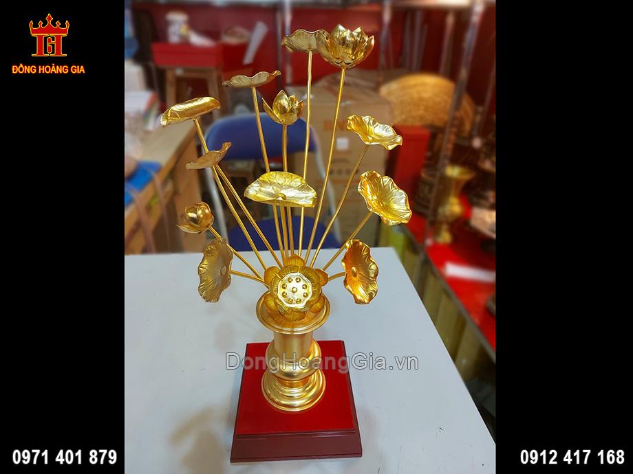 Hoa Sen Bằng Đồng Dát Vàng 9999