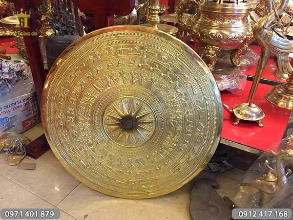 Mặt trống đồng vàng gò chạm thủ công 81cm