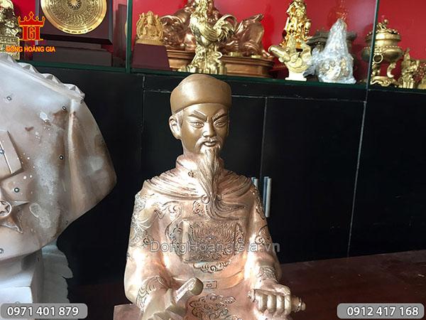 Phôi đúc pho tượng cụ Trần Hưng Đạo ngồi đồng đỏ