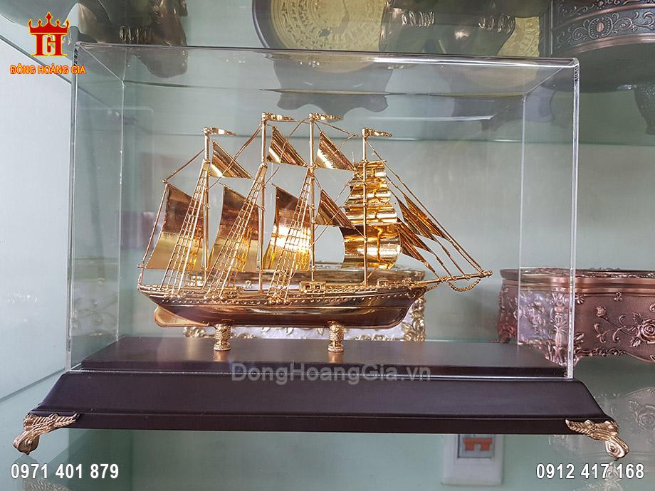 Quà Tặng Thuyền Buồm Dát Vàng 9999 22Cm