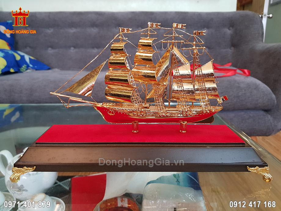 Quà Tặng Thuyền Buồm Dát Vàng 9999 Cao Cấp