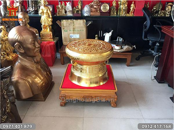 Trống đồng Đông Sơn dát vàng 50cm