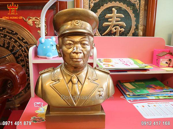 Tượng bán thân đại tướng Võ Nguyên Giáp bằng đồng vàng cao cấp