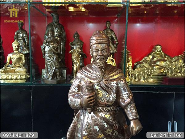 Tượng cụ Trần Hưng Đạo khảm ngũ sắc cao 50cm