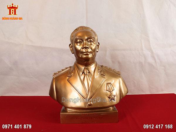 Tượng bán thân đại tướng Võ Nguyên Giáp bằng đồng vàng