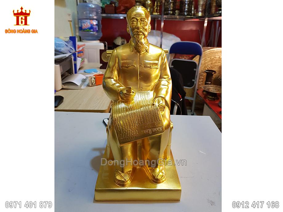 Tượng Đồng Bác Hồ Ngồi Đọc Báo Dát Vàng 9999