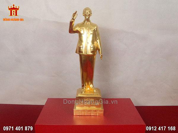 Tượng đồng Bác Hồ vẫy tay chào dát vàng 24K