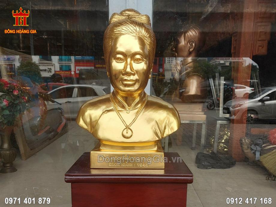 Tượng Đồng Truyền Thần Bán Thân Bà Nguyễn Thị Thảnh Dát Vàng 9999