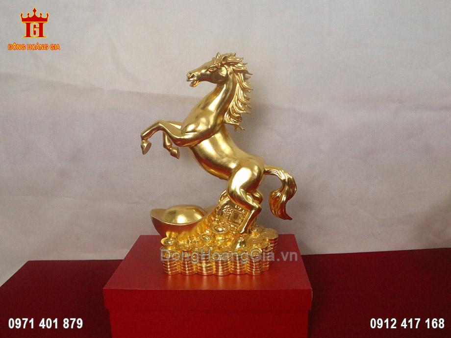 Tượng Ngựa phong thủy đứng trên vàng bạc dát vàng 24K