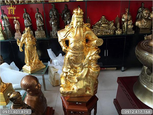 Tượng Quan Công cầm cuốn thư dát vàng cao 75cm