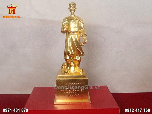 Bức tượng Trần Quốc Tuấn để bàn dát vàng 9999