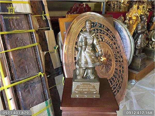 Tượng đồng Trần Quốc Tuấn khảm bạc cao 50cm